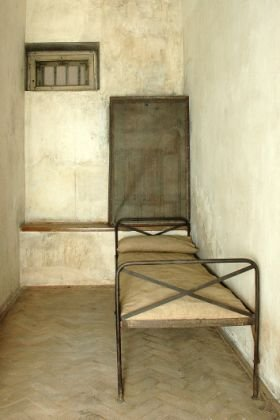 Wnętrze celi pojedyńczej