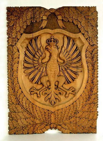 Autor nieznany, Orzeł w koronie, lata 20-te XX w., płaskorzeźba w drewnie