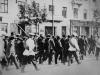 Konwój aresztowanych na ulicach Warszawy w 1906 r.