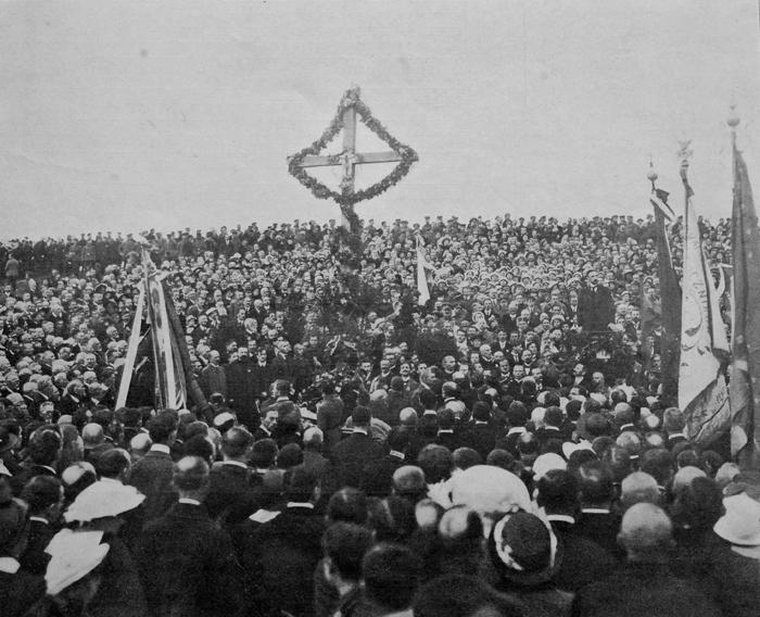Uroczystość odsłonięcia pamiątkowego krzyża  na miejscu egzekucji członków Rządu Narodowego w rocznicę ich stracenia