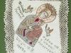Serwetka z wyhaftowanym wizerunkiem Matki Boskiej z Dzieciątkiem